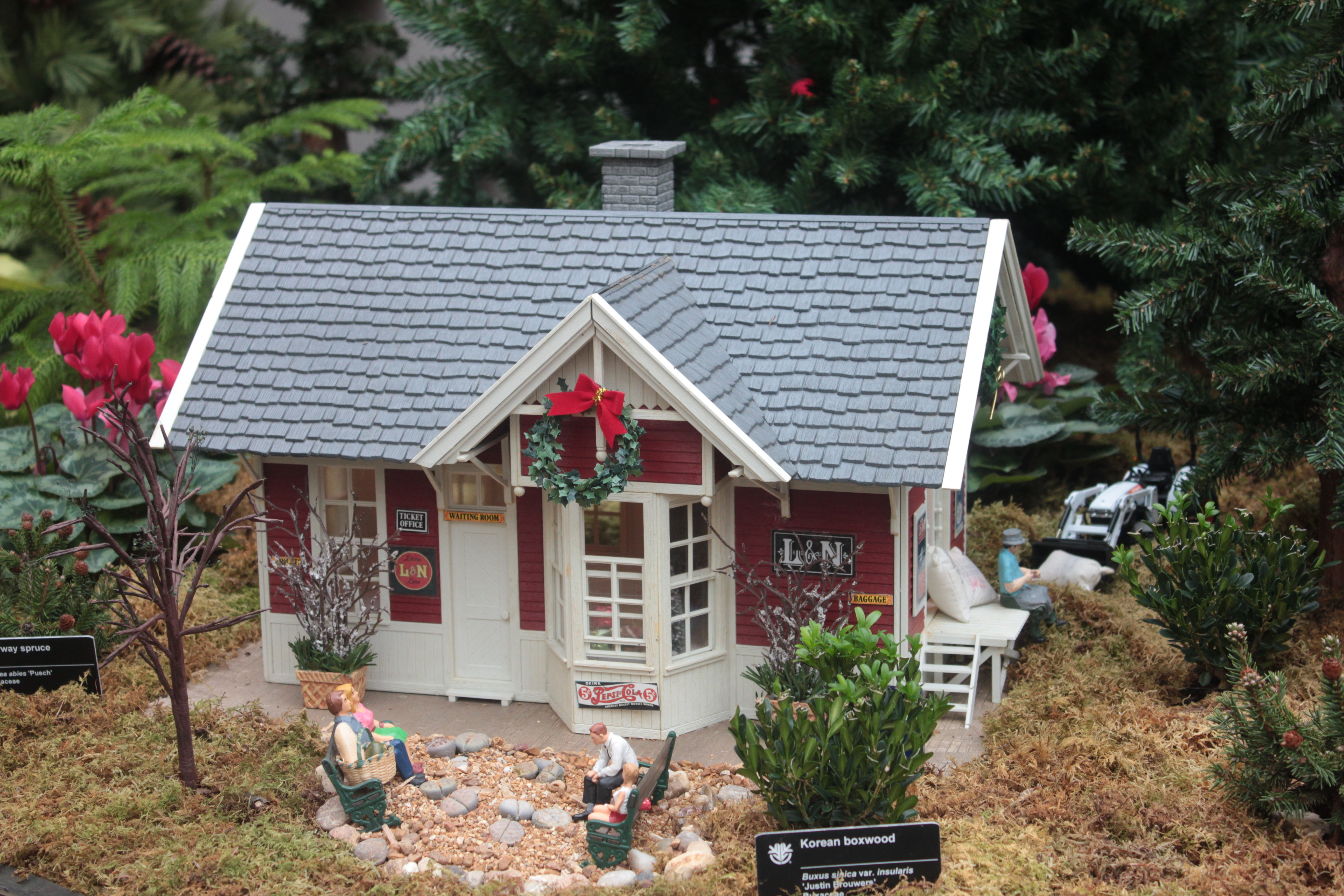 ... Botanical Garden Is The Gardenland Express Holiday Flower And Train  Show. In Addition To Charming Vignettes Depicting Different Wintry Scenes,  ...