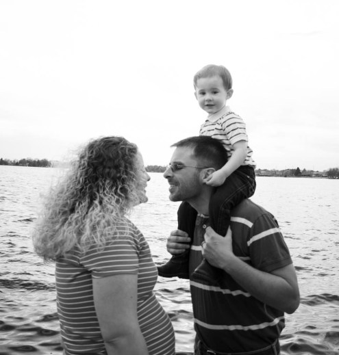 family kissin on deckb&w 2 (1 of 1)
