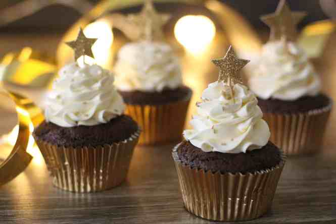 chocolate cupcakes with swiss meringue cupcakes
