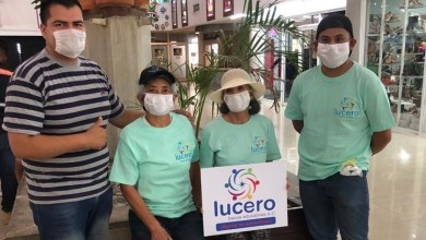 "Photo of ""Becas Educativas Lucero"" distribuye cubrebocas en Tequis"