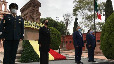 Photo of Montan Guardia de Honor a Doña Josefa Ortiz de Domínguez