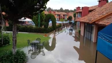 Photo of Evacuaron a 80 turistas en Tequisquiapan tras inundación: Bomberos