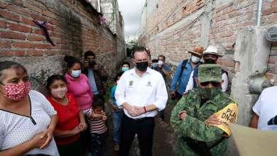 Photo of Mauricio Kuri atiende a damnificados por lluvias en El Marqués
