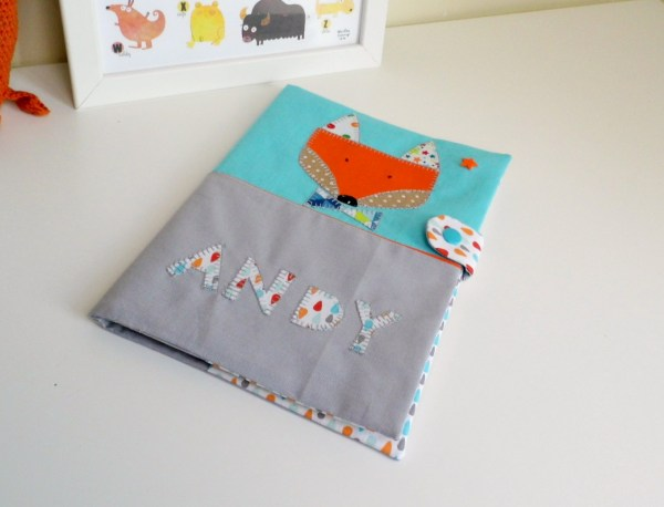 protège-carnet-sante-renard-brode-prenom-andy-turquoise-orange-gris-cadeau-bebe-bapteme