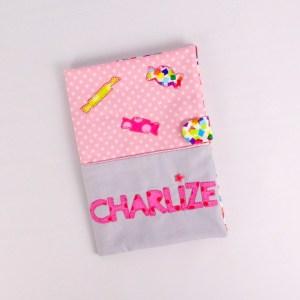 housse-carnet--sante-fille-personnalise-prenom-charlize-rose-gris-bonbon-cadeau-naissance-unique-bapteme-baby-shower-theme-friandise
