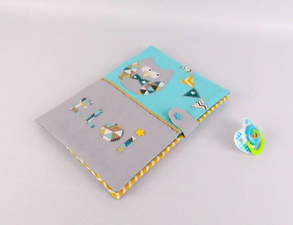 protege-carnet-de-sante-personnalise-prenom-eloy-hibou-bleu-turquoise-gris-jaune-cadeau-bapteme