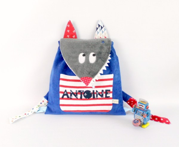 sac-prenom-antoine-brode-sac-a-dos-loup-personnalise-ecole-maternelle-creche-personnalisable-preschool-backpack-wolf-personalized-name