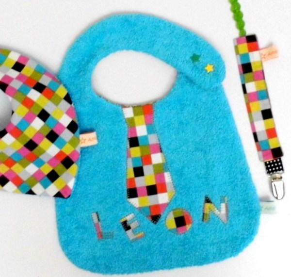 bavoir-brode-prenom-leon-bleu-turquoise-multicolore-bavoir-garcon-personnalisable-cadeau-original-naissance-bapteme-personnalized-name-bib-baby-boy-shower