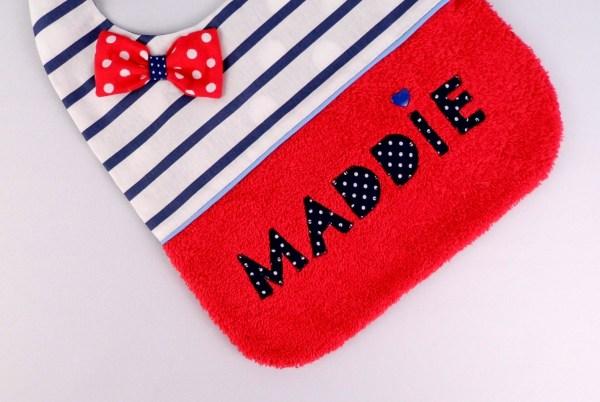 bavoir-brode-prenom-maddie-rouge-raye-bleu-marine-blanc-cadeau-bebe-naissance-personnalisable-personnalized-bib-navy-red