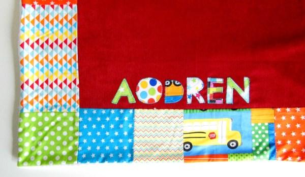 couverture-bebe-garçon-personnalise-prenom-aodren-rouge-bleu-turquoise-orange-cadeau-naissance-personnalise