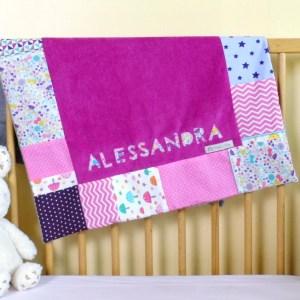 couverture-bebe-fille-personnalisee-prenom-alessandra-deco-chambre-bebe-fille-rose-fuchsia-violet-mauve