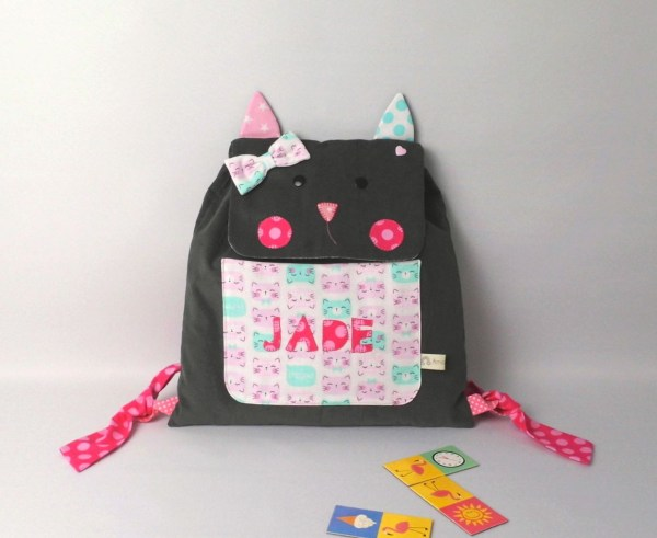 sac-chat-personnalise-prenom-jade-ecole-maternelle-cartable-fille-personnalisable-gris-rose-vert-menthe-cat-personnalized-backpack-toddler
