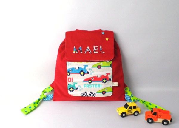 sac-a-dos-voiture-brode-prenom-mael-rouge-voiture-de-course-sac-maternelle