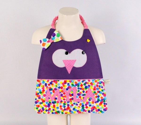 serviette-bavoir-canitne-hibou-fille-prenom-brode-Myla-violet-rose-bavoir-elastique-montessori-