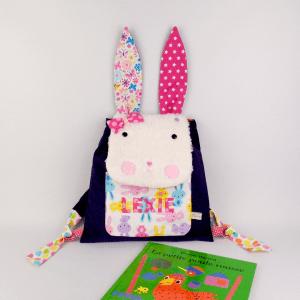 sac-bebe-lapin-fille-prenom-brode-lexie-violet-rose-mauve-ecole-maternelle-cartable-unique