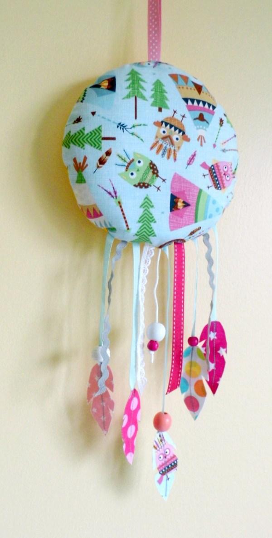 dream-catcher-musical-bebe-cadeau-naissance-originale-berceuse-la-vie-en-rose-edith-piaf