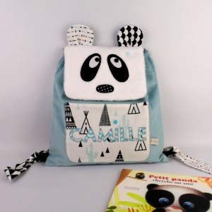 sac-enfant-personnalise-camille-sac-a-dos-panda-bleu-noir-blanc-cadeau-naissance-bapteme