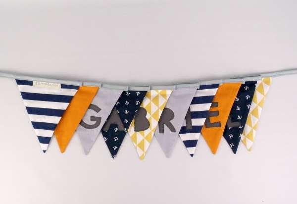 Guirlande-decoration-bapteme-chambre-bebe-style-marin-jaune-moutarde-bleu-marine-banderole-personnalisee-prenom-gabriel