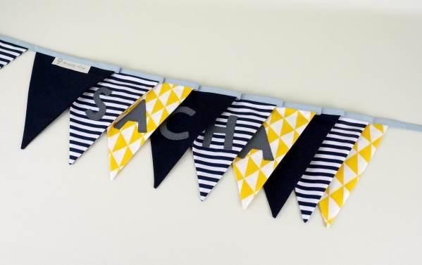 guirlande-fanions-style-marin-personnalisee-prenom-sacha-banderole-personnalisable-prenom-bleu-marine-jaune-moutarde