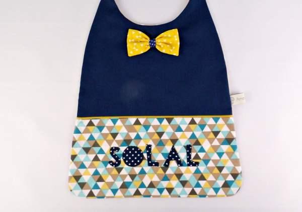 serviette-enfant-table-cantine-personnalisable-prenom-solal-bleu-marine-jaune-moutarde-ecole-maternelle