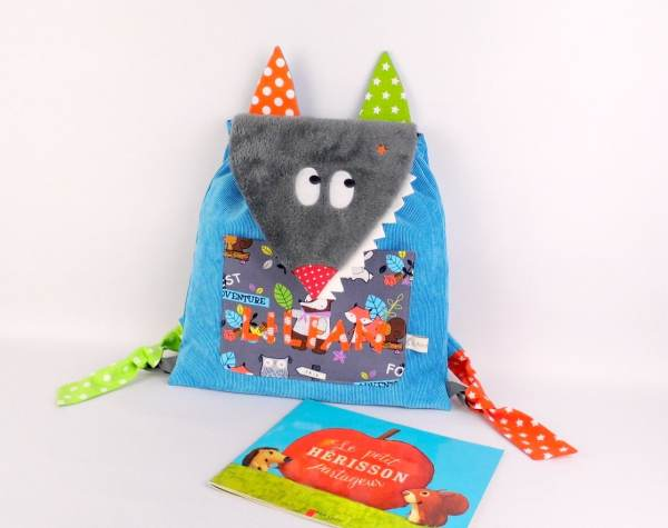 sac-enfant-maternelle-personnalisable-prenom-lilian-sac-loup-bleu-gris-sac-a-dos-bebe-cadeau-naissance-bapteme-toddler-backpack-personalized-name-baby-gift
