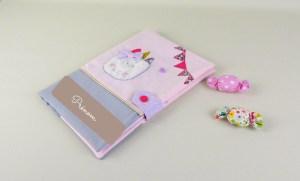 protège-carnet-sante-fille-licorne-rose-pastel-mauve-gris-cadeau-bebe-personnalise