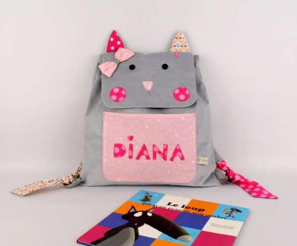 sac-a-dos-maternelle-fille-personnalise-prenom-diana-gris-rose-poudre-cartable-personnalisable-couleurs-prenom