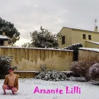 Voisine coquine... dans la neige !
