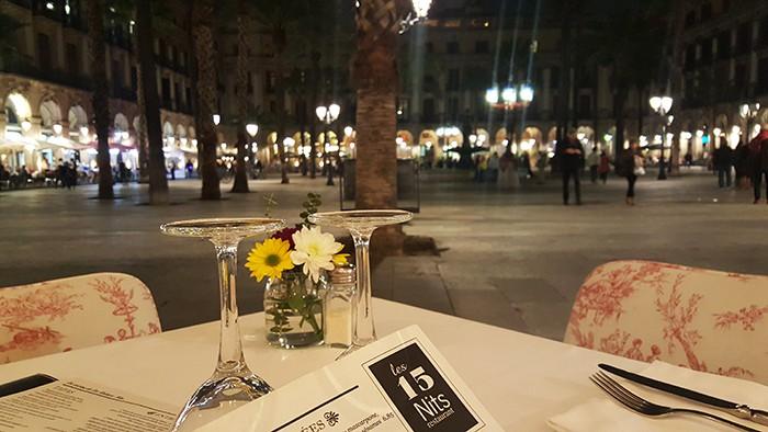 Plaça Reial, au restaurant