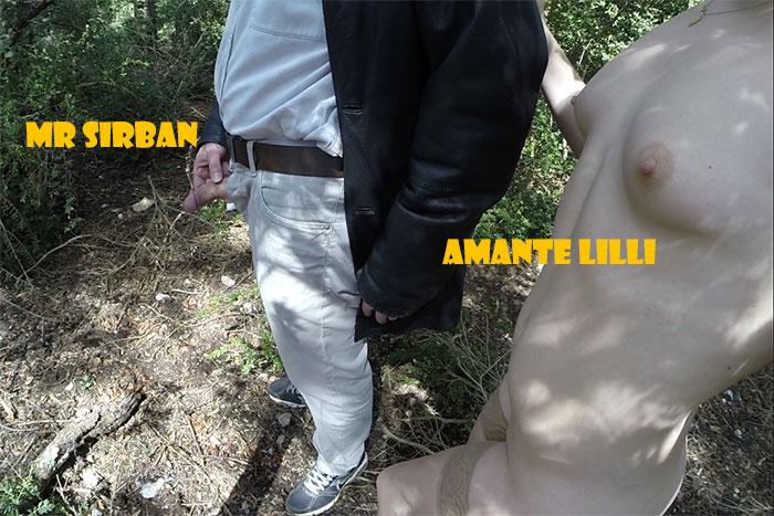 MrSirban-AmanteLilli-pisse-en-forêt-02