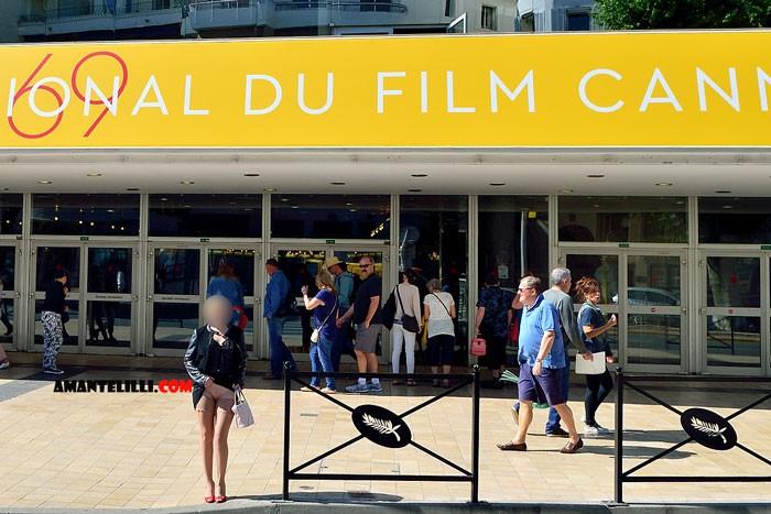 AmanteLilli-exhibe-sur-la-Croisette-à-Cannes-03