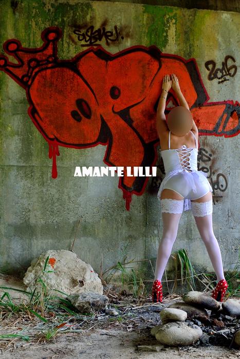 AmanteLilli s'exhibe devant des tags 08