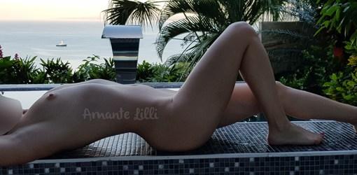 Nue à la piscine, coquine à la piscine, sexy à la piscine, femme nue, coquine nue, libertine, nue au Costa Rica, coquine au Costa Rica, voyage coquin, voyage sexy, voyage libertine