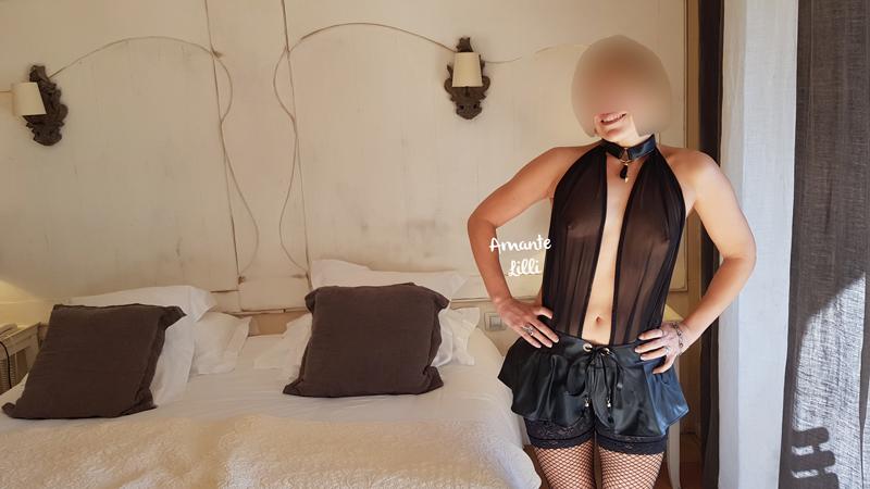 mettre un porte-jarretelles, porter le porte-jarretelles, porte-jarretelles, femme en porte-jarretelles, porte-jarretelles bas résilles, lingerie coquine, sexy libertine, lingerie sexy, femme fatale, lingerie tulle,