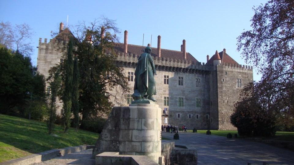 Paço dos Duques de Bragança e D. Afonso Henriques em Guimarães