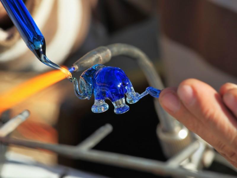 Fabrico de peças em vidro de Murano