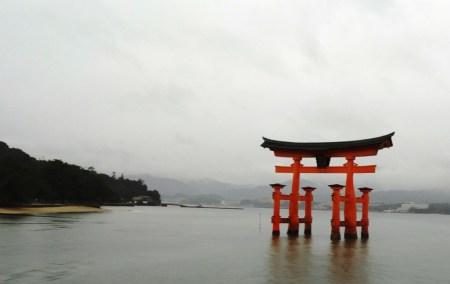 Ilha de Miyajima-A célebre Porta Tori da religião do Xintoísmo, a mais famosa do Japão