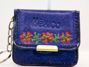 handmade-mexican-artisanal-tooled-leather-coin-purse-pouch-with-mirror-014