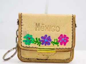 handmade-mexican-artisanal-tooled-leather-coin-purse-pouch-with-mirror-035