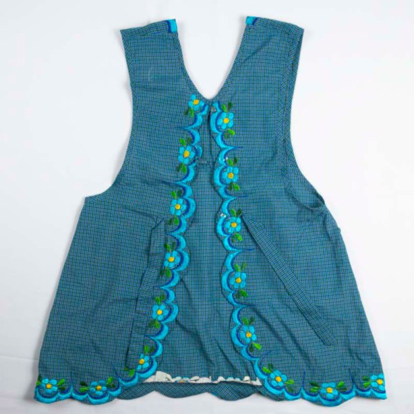 hand-embroidered-aprons-002