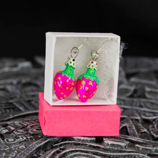 strawberry-hand-blown-glass-pink-earrings-024