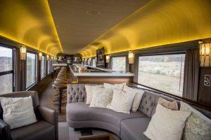 Viaje comodamente en el tren lounge del tren Chepe Express