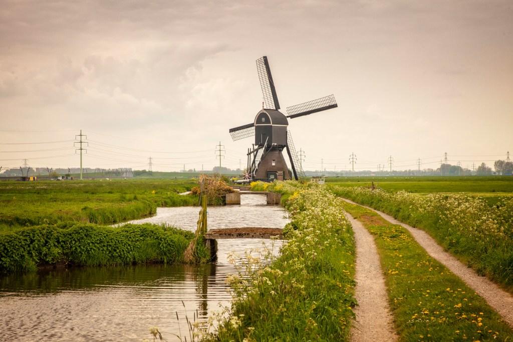 De Tiendwegse molen in Hardinxveld-Giessendam.