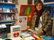 Pilar Orenes Navarro, en la librería Educania, con 'Amarás América'