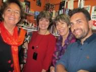 Tres expertas jugadoras de Bridge y yo en el salón-librería de La Vaca Mariposa