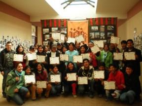 Alumnos del CRP Pacajes (El Alto, Bolivia), 2008, durante la inauguración de la exposición fotográfica y entrega de diplomas.