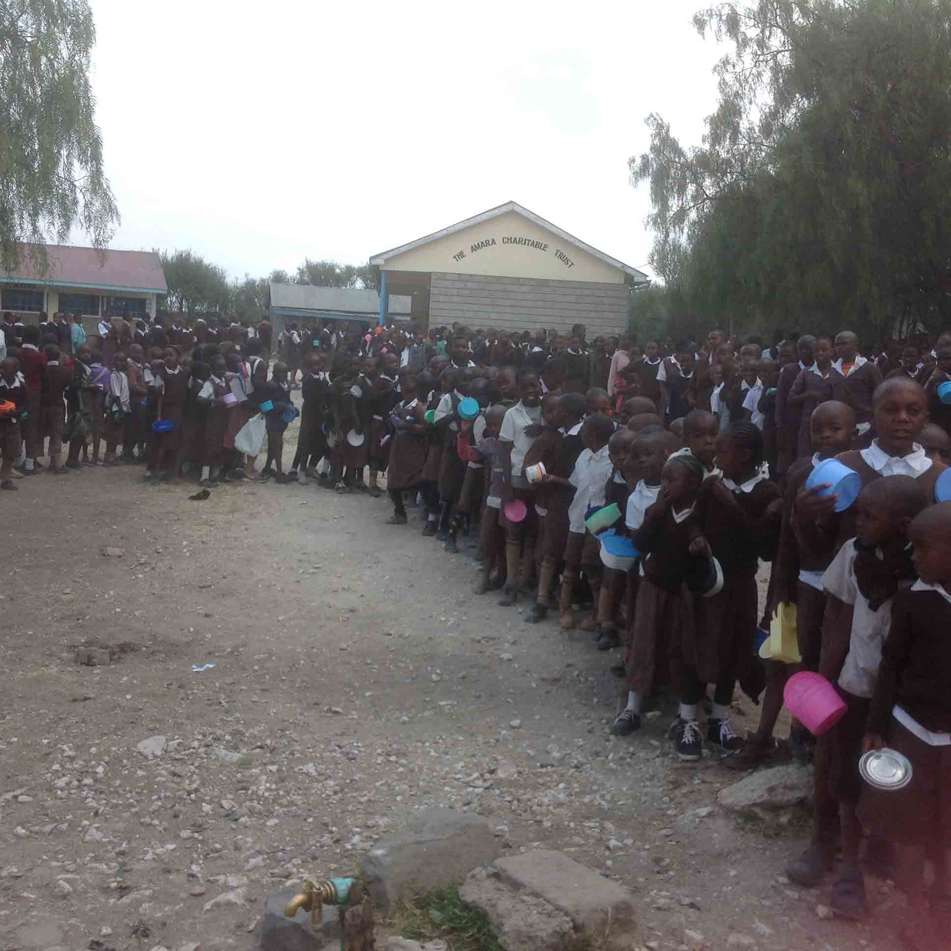 Queuing-up-for-lunch—Kanaani-Primary