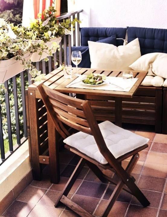 ideas para decorar balcones pequeños con mesas abatibles