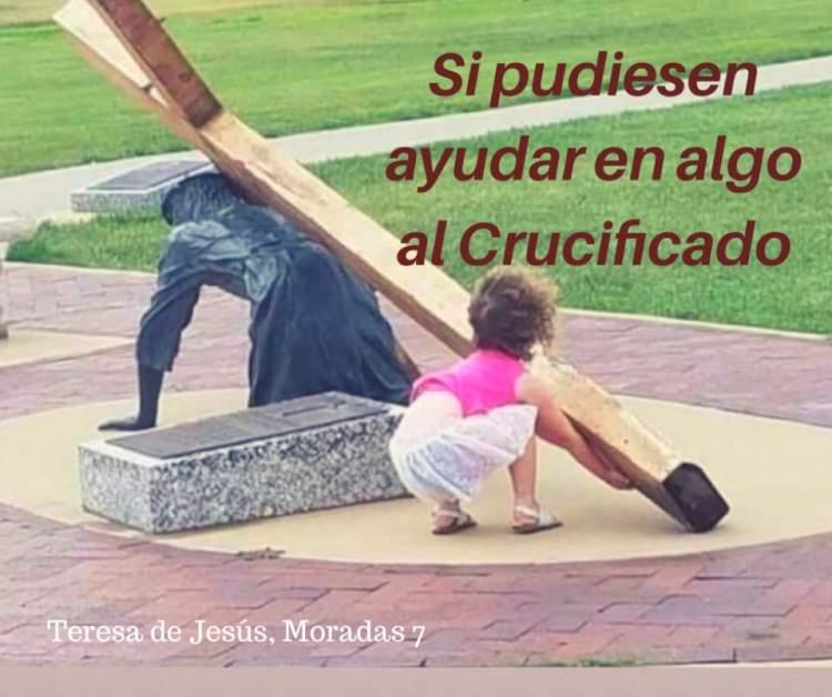 Ayuda al crucificado