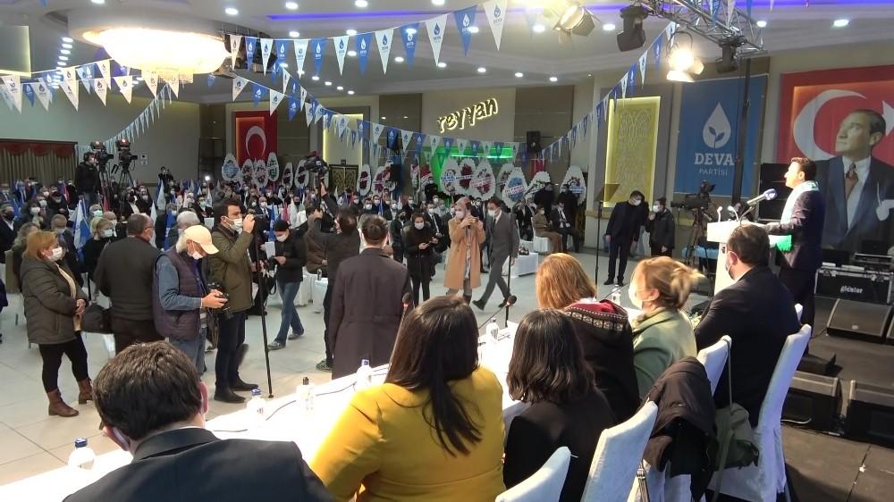 DEVA Partisi kongresinde parti görevlileri ve gazeteciler arasında gerginlik